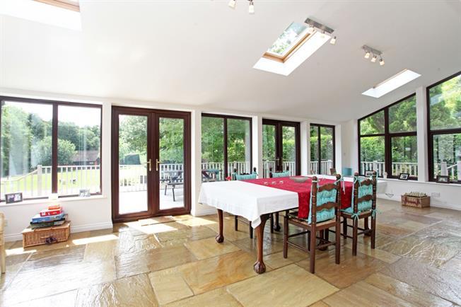 £4,500 per Calendar Month, 6 Bedroom Detached House To Rent in Billingshurst, RH14