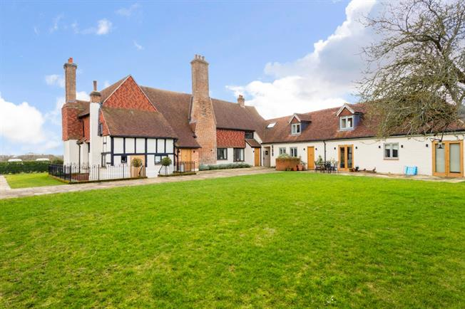 £2,500 per Calendar Month, 3 Bedroom Cottage House To Rent in Cranleigh, GU6