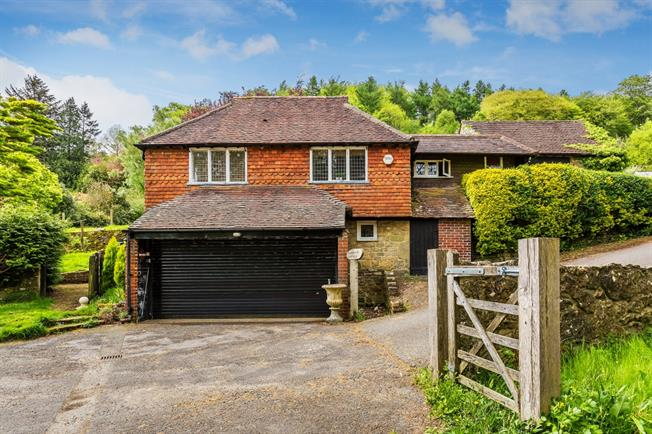 £1,250 per Calendar Month, 1 Bedroom Detached House To Rent in Haslemere, GU27