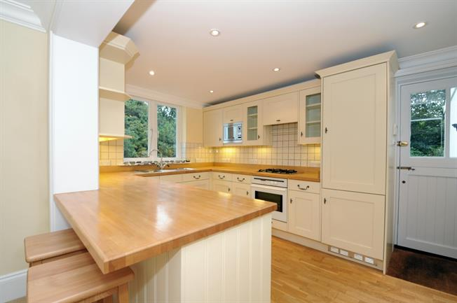 £1,750 per Calendar Month, 3 Bedroom Bungalow To Rent in Cranleigh, GU6