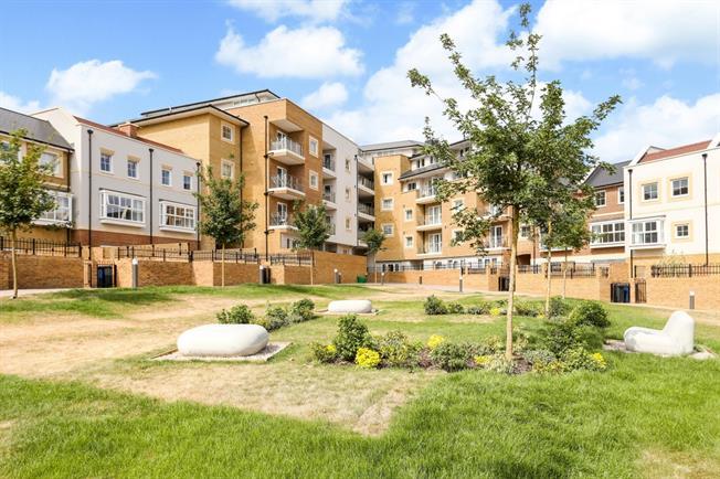 £1,150 per Calendar Month, 1 Bedroom Flat To Rent in Godalming, GU7