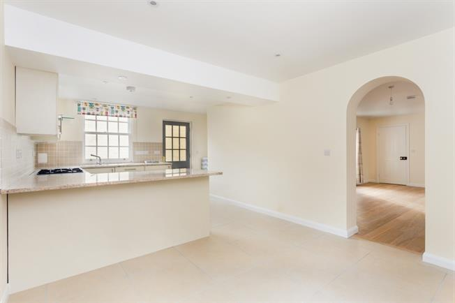 £1,750 per Calendar Month, 3 Bedroom Cottage House To Rent in Bramley, GU5