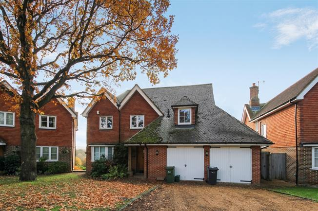 £2,500 per Calendar Month, 5 Bedroom Detached House To Rent in Guildford, GU3