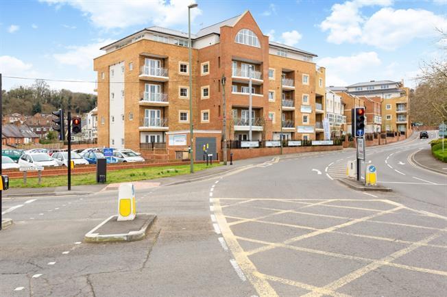 £1,400 per Calendar Month, 2 Bedroom Apartment To Rent in Godalming, GU7