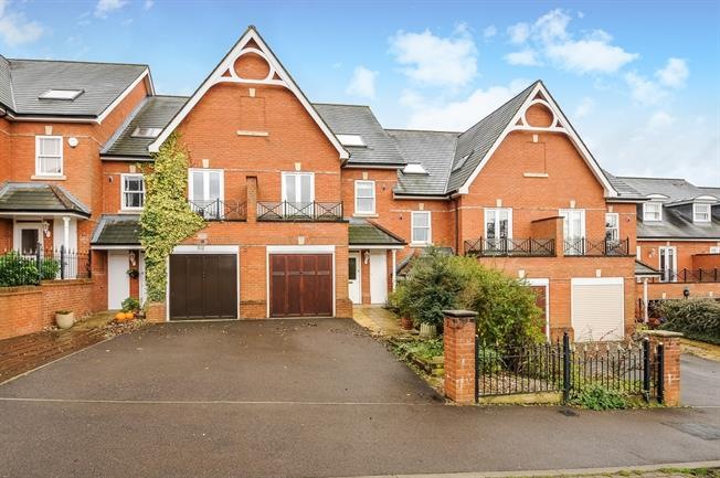 £2,750 per Calendar Month, 5 Bedroom Town House To Rent in Guildford, GU1