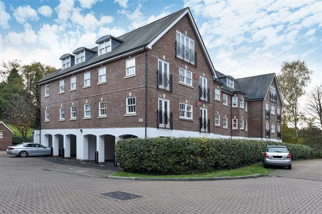 £1,495 per Calendar Month, 2 Bedroom Apartment To Rent in Guildford, GU1