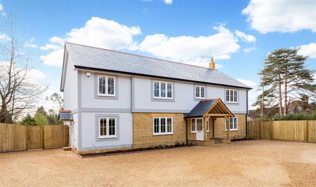 £3,995 per Calendar Month, 4 Bedroom Detached House To Rent in Puttenham, GU3