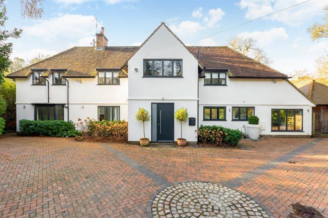 £4,995 per Calendar Month, 4 Bedroom Detached House To Rent in Hurtmore, GU7