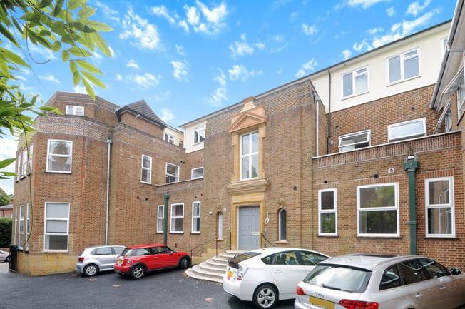 £1,325 per Calendar Month, 1 Bedroom Apartment To Rent in Guildford, GU2