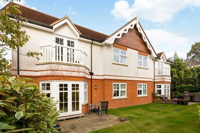 £1,695 per Calendar Month, 2 Bedroom Flat To Rent in Guildford, GU1