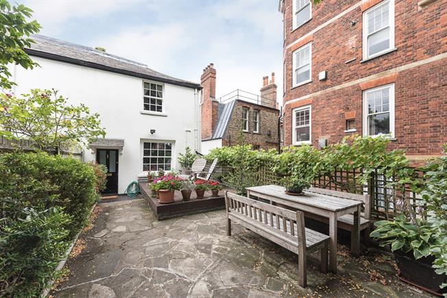£5,416  per Calendar Month (Calculated), 3 Bedroom Cottage House To Rent in London, NW3