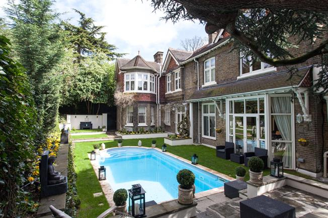 £151,666  per Calendar Month (Calculated), 10 Bedroom House To Rent in London, NW3