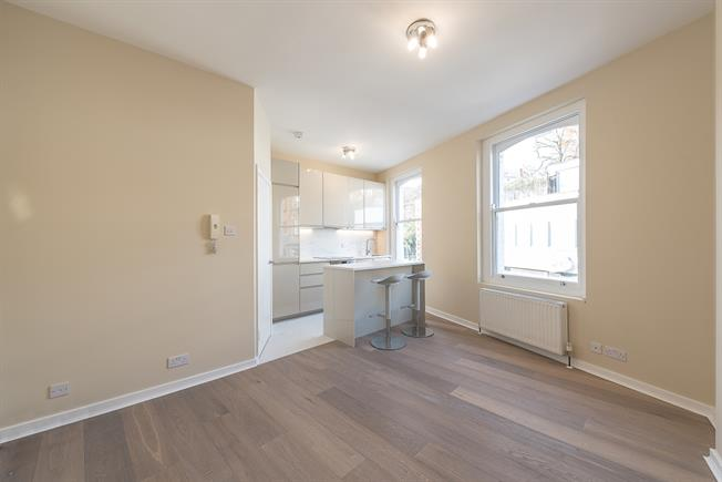 £2,491  per Calendar Month (Calculated), 3 Bedroom Flat To Rent in London, NW3