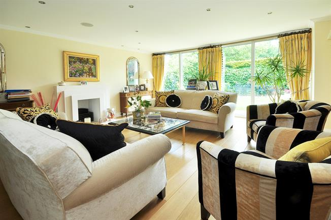 £6,500  per Calendar Month (Calculated), 4 Bedroom Detached House To Rent in Highgate, N6