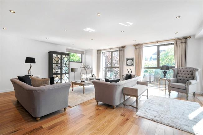 £3,250  per Calendar Month (Calculated), 3 Bedroom Flat To Rent in London, NW3