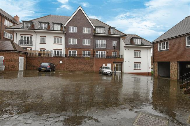 £850 per Calendar Month, 2 Bedroom Apartment To Rent in Haywards Heath, RH16