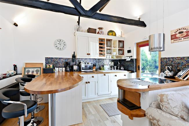 £3,250  per Calendar Month (Calculated), 1 Bedroom Cottage House To Rent in Uckfield, TN22