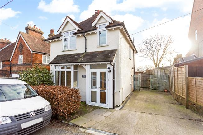 £1,450 per Calendar Month, 3 Bedroom Detached House To Rent in East Grinstead, RH19