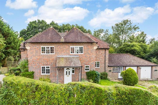 £3,033  per Calendar Month (Calculated), 4 Bedroom Detached House To Rent in Haywards Heath, RH17