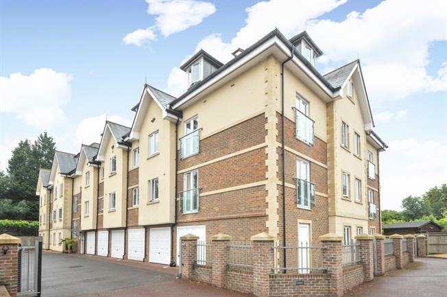 £1,150 per Calendar Month, 2 Bedroom Flat To Rent in Haywards Heath, RH16