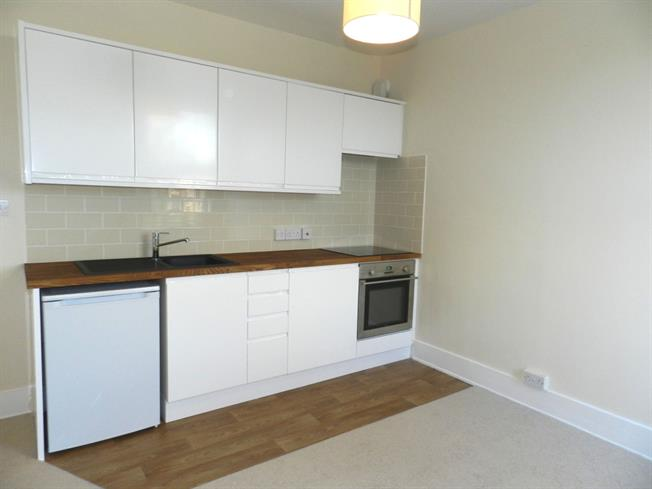 £750 per Calendar Month, 1 Bedroom Flat To Rent in Haywards Heath, RH16