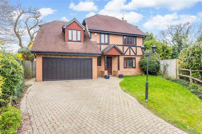 £2,000 per Calendar Month, 5 Bedroom Detached House To Rent in Burgess Hill, RH15