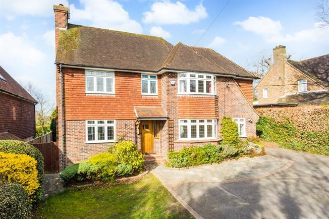 £2,150 per Calendar Month, 4 Bedroom Detached House To Rent in Haywards Heath, RH16