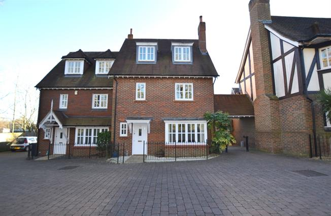 £1,395 per Calendar Month, 3 Bedroom Semi Detached House To Rent in Haywards Heath, RH16