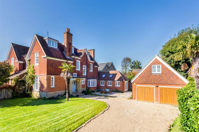 £3,500 per Calendar Month, 5 Bedroom Semi Detached House To Rent in Lindfield, RH16
