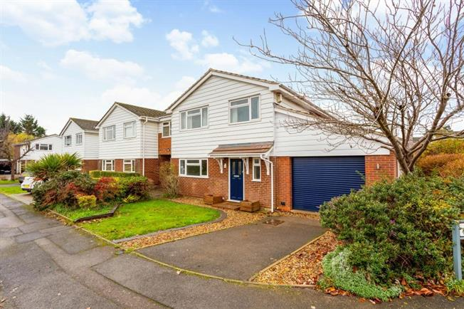 £1,850 per Calendar Month, 4 Bedroom Detached House To Rent in Reading, RG10