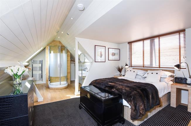 £3,750 per Calendar Month, 2 Bedroom Penthouse To Rent in Henley-on-Thames, RG9