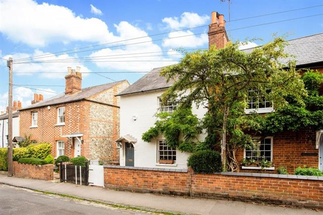 £2,500 per Calendar Month, 3 Bedroom End of Terrace House To Rent in Henley-on-Thames, RG9