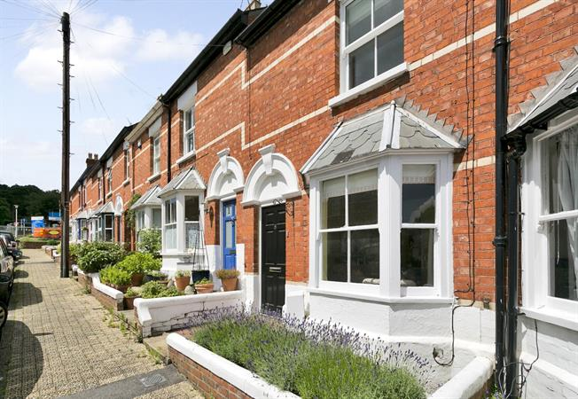 £1,450 per Calendar Month, 3 Bedroom Terraced House To Rent in Henley-on-Thames, RG9
