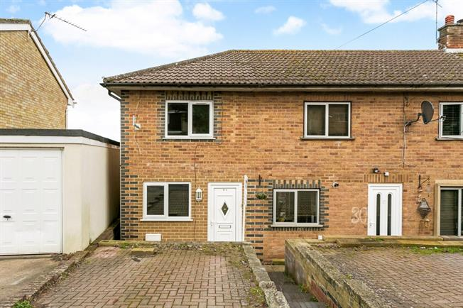 £1,050 per Calendar Month, 2 Bedroom End of Terrace House To Rent in Henley-on-Thames, RG9