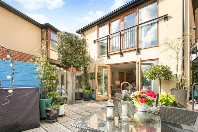 £3,500 per Calendar Month, 3 Bedroom Mews House To Rent in Henley-on-Thames, RG9