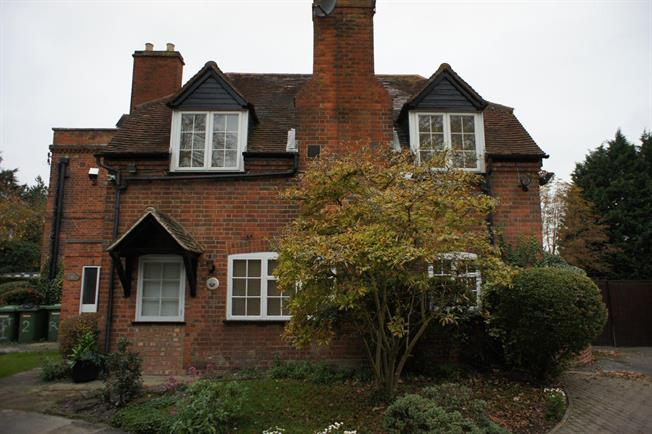 £1,350 per Calendar Month, 2 Bedroom Cottage House To Rent in Reading, RG4