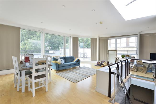 £4,311  per Calendar Month (Calculated), 2 Bedroom Apartment To Rent in London, N1