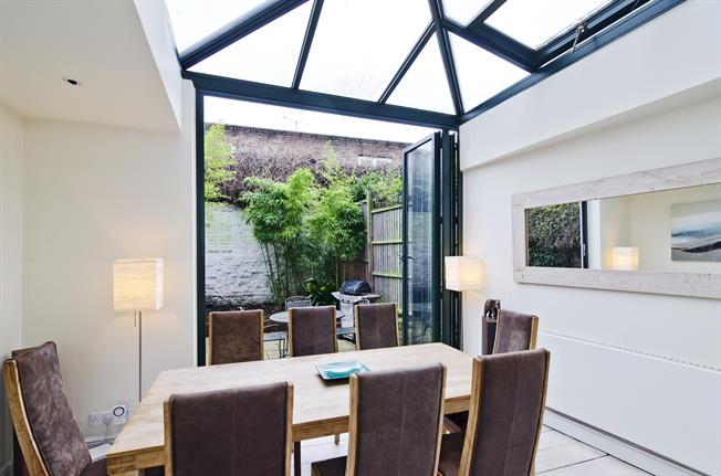 £4,745  per Calendar Month (Calculated), 3 Bedroom Terraced House To Rent in London, N1
