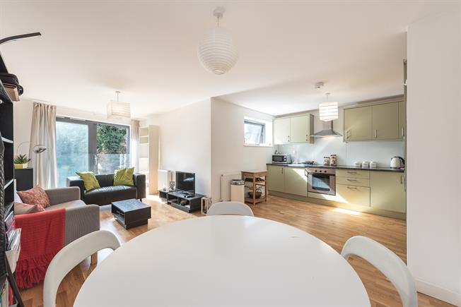£1,625  per Calendar Month (Calculated), 2 Bedroom Apartment To Rent in London, N4