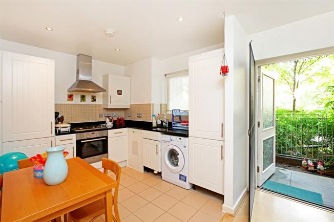 £1,993  per Calendar Month (Calculated), 2 Bedroom Flat To Rent in London, N1