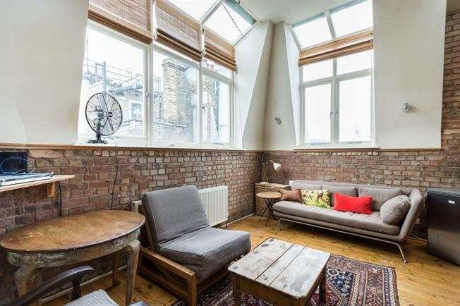 £3,250  per Calendar Month (Calculated), 1 Bedroom Penthouse To Rent in London, WC1B