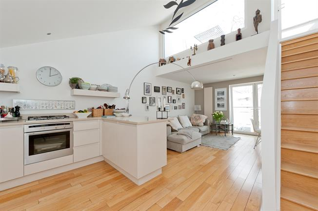 £3,683  per Calendar Month (Calculated), 2 Bedroom Mews House To Rent in London, N1