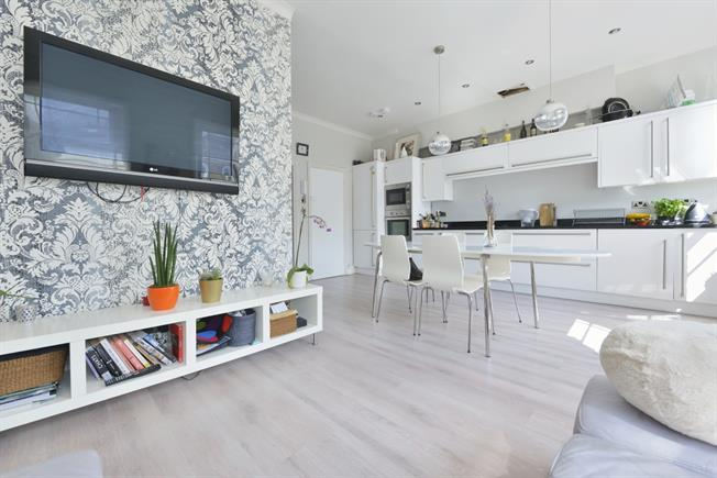 £3,380  per Calendar Month (Calculated), 3 Bedroom Duplex Apartment To Rent in London, N1
