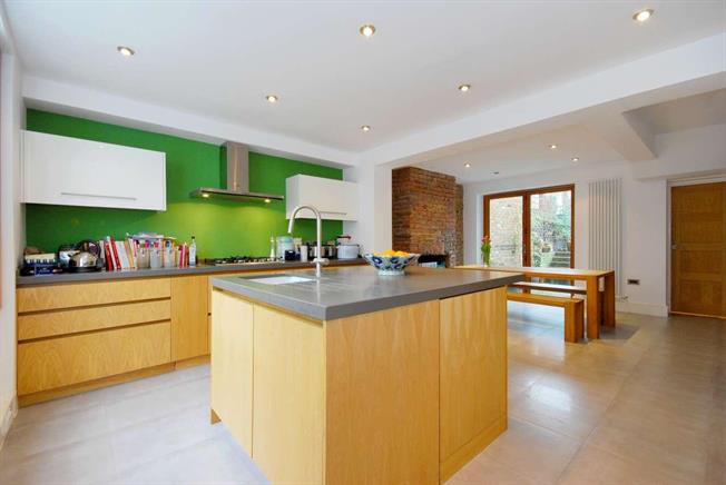 £3,445  per Calendar Month (Calculated), 3 Bedroom Terraced House To Rent in London, N1