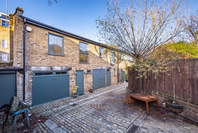 £3,250  per Calendar Month (Calculated), 2 Bedroom Mews House To Rent in London, N1
