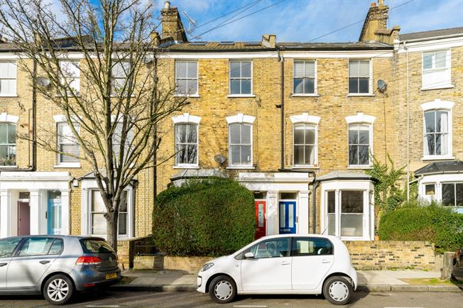 £3,011  per Calendar Month (Calculated), 3 Bedroom Maisonette To Rent in London, N7