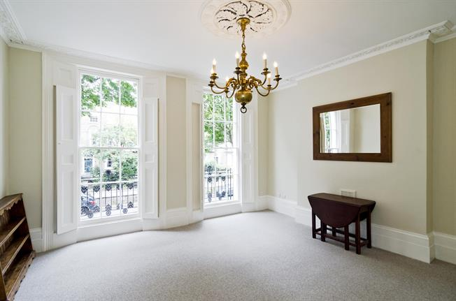 £3,011  per Calendar Month (Calculated), 2 Bedroom Duplex Apartment To Rent in London, N1
