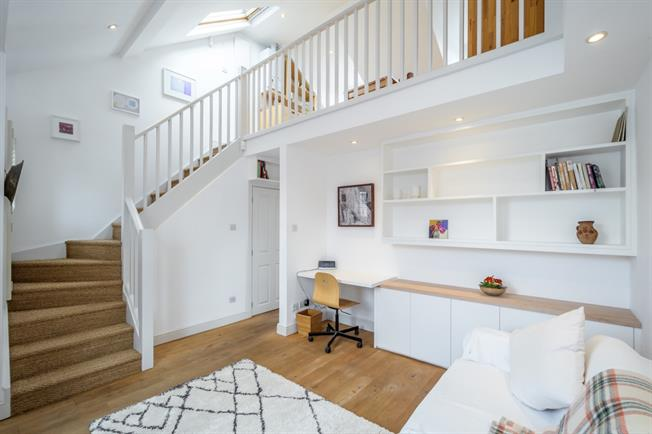 £2,101  per Calendar Month (Calculated), 1 Bedroom Flat To Rent in London, E8