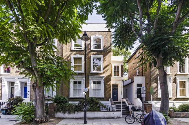 £2,816  per Calendar Month (Calculated), 3 Bedroom Apartment To Rent in London, N1