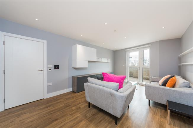 £2,275  per Calendar Month (Calculated), 2 Bedroom Apartment To Rent in London, N7